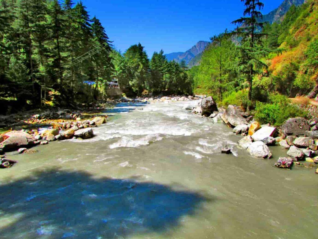 Chalal-is-a-30-minute-walk-from-Kasol-alongside-the-beautiful-green-river-Parvati