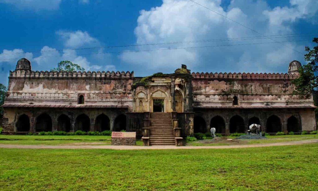 Dilawar-Khans-Mosque-Mandu