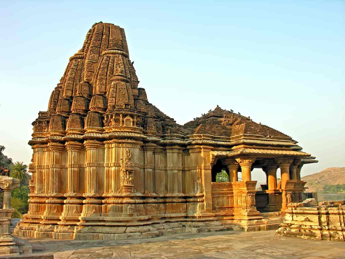 Eklingiji-Temple-is-a-major-tourist-spot-and-is-dedicated-to-Lord-Shiva