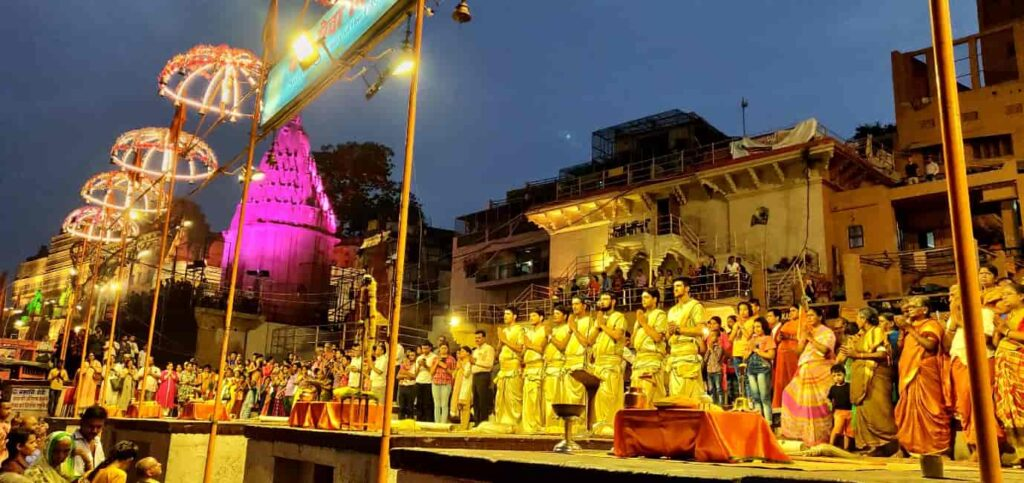 Evening-Aarti-at-the-Ghats-Varanasi
