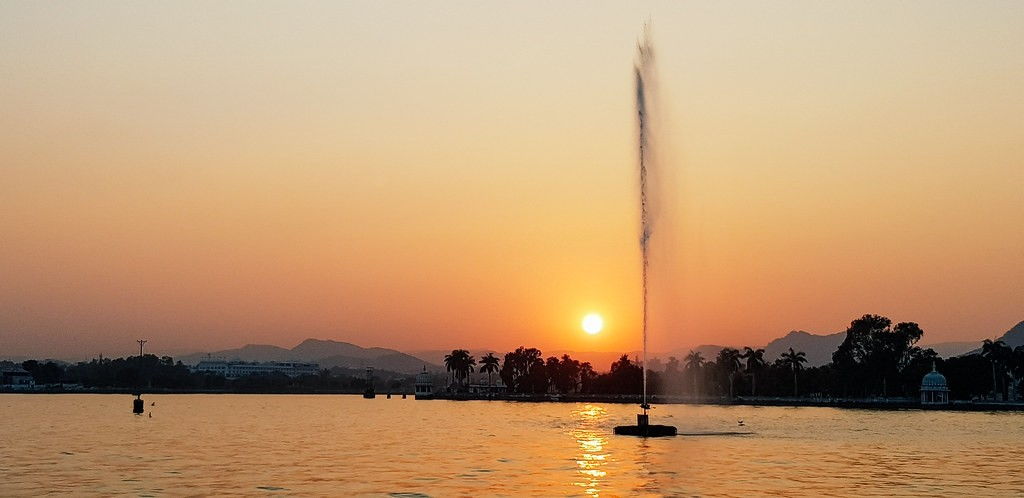 Fateh-Sagar-Lake-is-nature-at-its-best