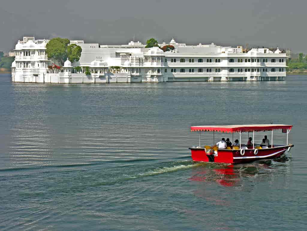 Lake-Palace-is-the-most-famous-tourist-spot-and-luxury-hotel-in-Udaipur-city