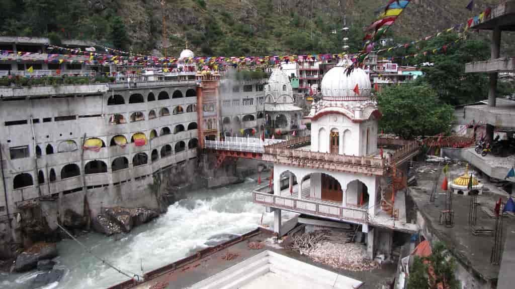 Manikaran-Sahib-or-Manikaran-Gurudwara-devoted-to-the-Sikh-guru-Guru-Nanak-Sahib