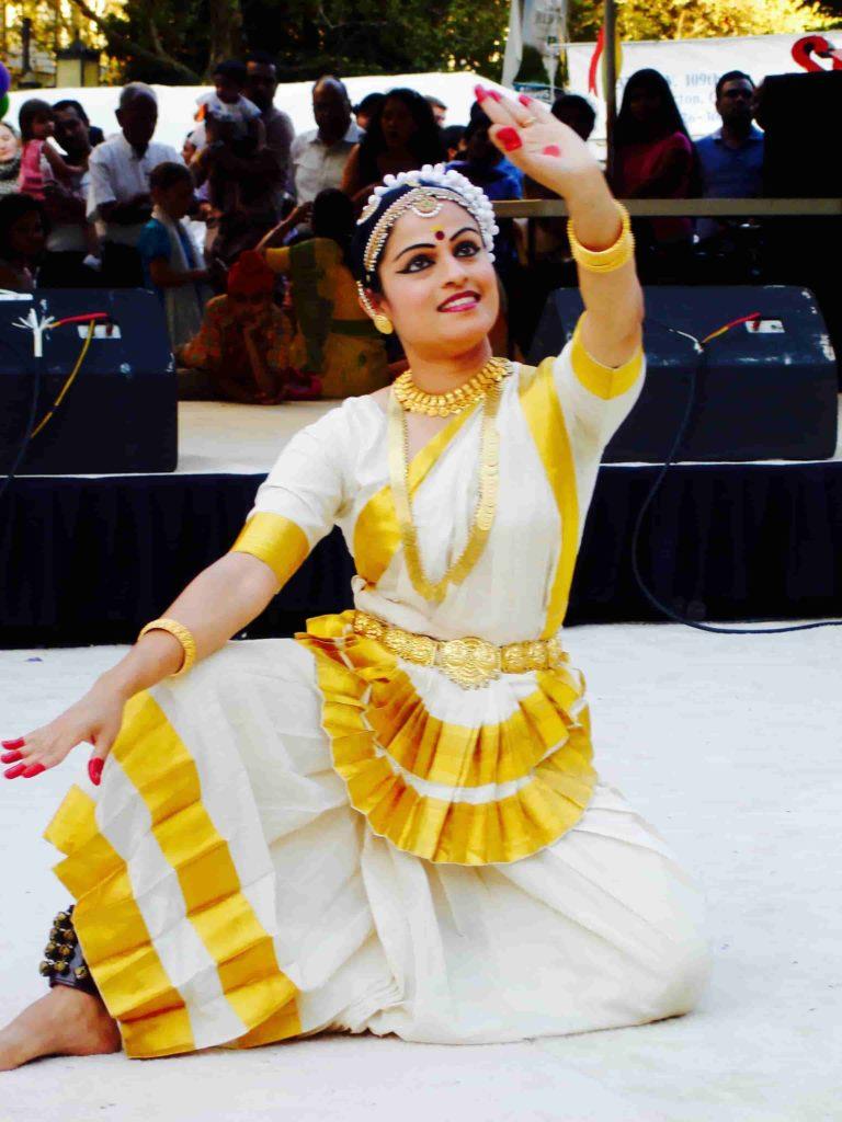 Mohiniyattam-Kerala