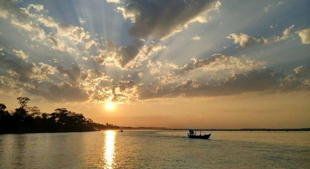 Watch-Gangetic-River-Dolphin-and-Boat-Ride-Kaziranga
