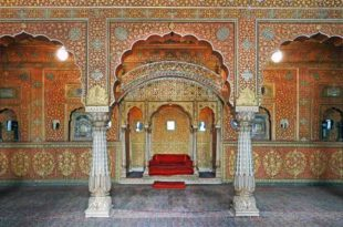 Bikaner is famous for its rich history, great architecture, camels, tasty Namkeens, intricate Miniature Art, and Royals. The city flaunts royal forts, palaces and massive mansions that took years to build.