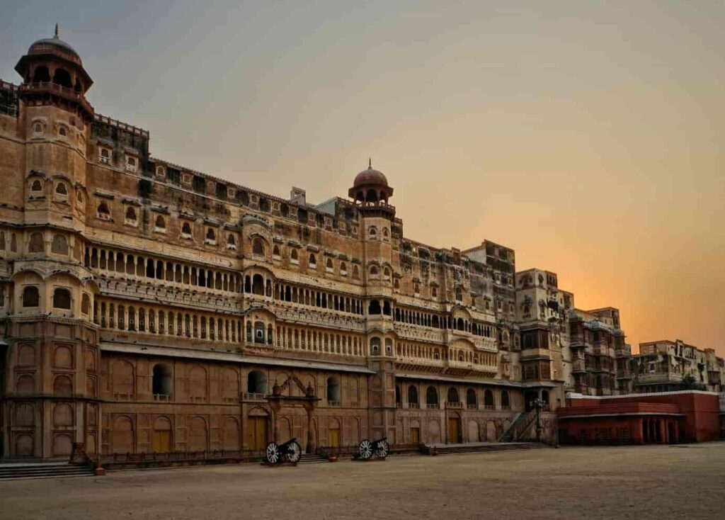 Feel the magnificence of Junagarh Fort