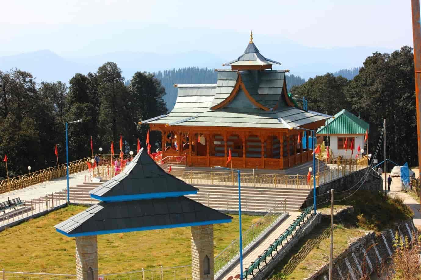 Hatu-Mata-Temple-or-Narkanda-Temple-is-situated-at-the-Hatu-peak