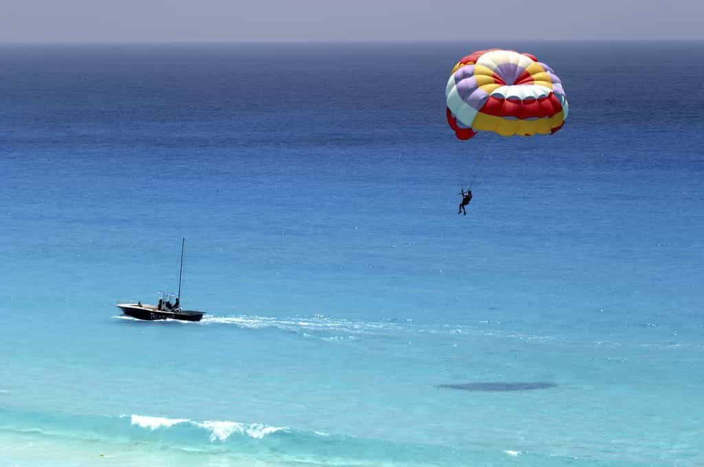 Parasailing-in-Malpe-Beach-is-one-of-the-best-things-to-do-on-Malpe-Beach