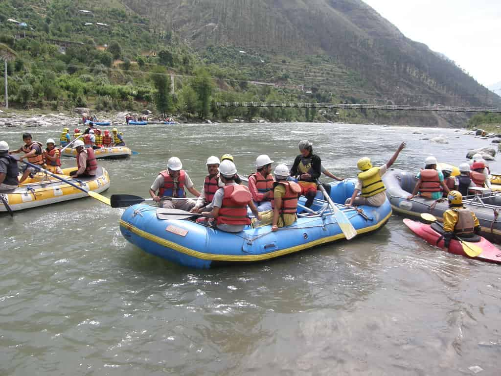 The-Tattapani-rafting-route-is-very-beautiful-and-passes-through-forests-and-villages