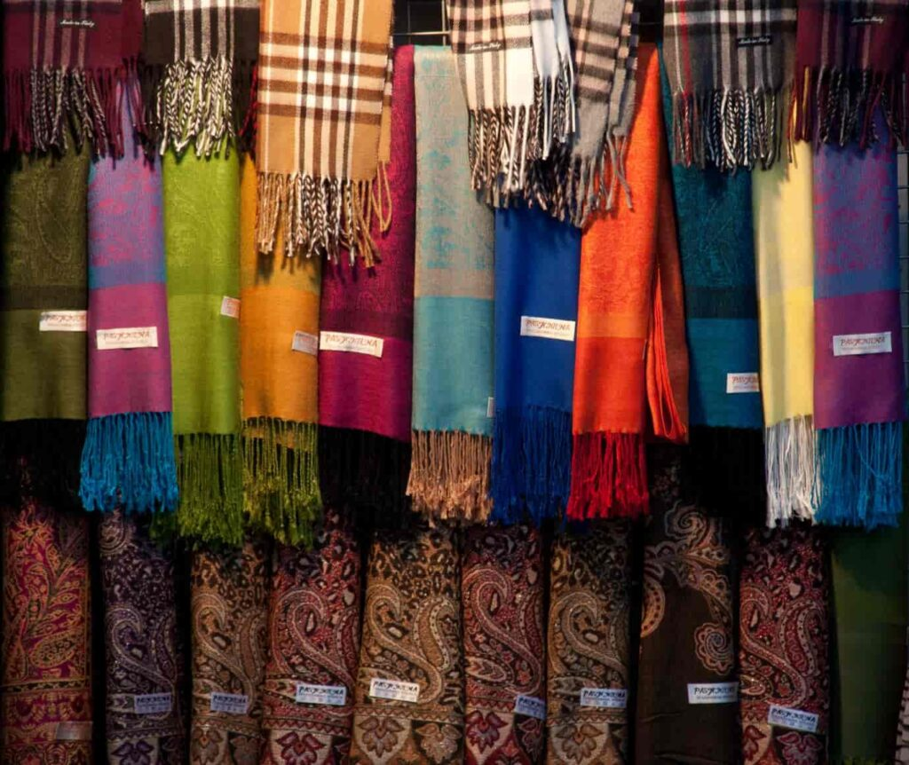The-best-things-to-bring-back-home-from-Narkanda-market-are-Himachali-Shawls-Pattoo-blankets-and-Pullans-which-are-actually-woolen-shoes-all-handmade