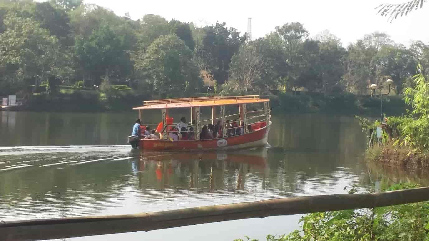 a-paddleboat-ride-on-the-river-Kaveri