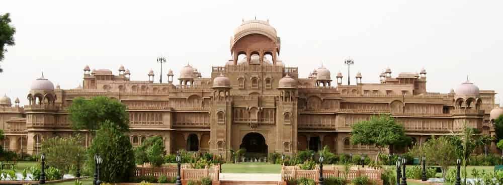 check-in-at-Laxmi-Niwas-Hotel
