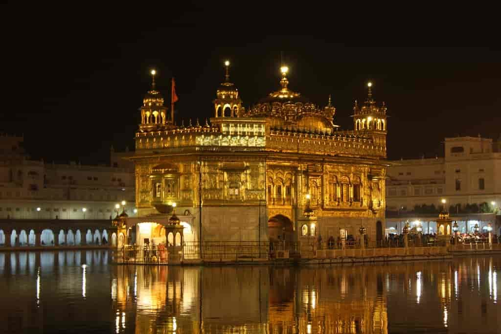 Amritsar-Golden-Temple-also-called-Harmandir-Sahib-or-Darbar-Sahib-is-One-of-the-best-Places-to-Visit-in-Amritsar