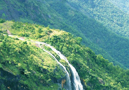 Anakkara-is-a-small-village-of-just-50-sq.-km.-area-and-is-famous-for-its-beautiful-sceneries
