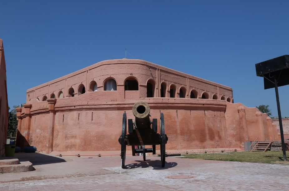 Gobindgarh-Fort-is-also-known-as-the-Guardian-of-the-Holy-City-of-Amritsar-this-is-also-One-of-the-best-Places-To-Visit-in-Amritsar