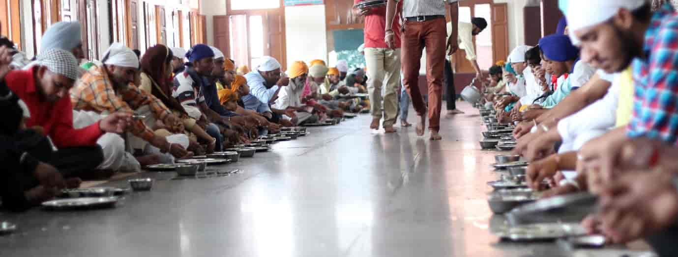 Guru-ka-Langar-places to eat in Amritsar