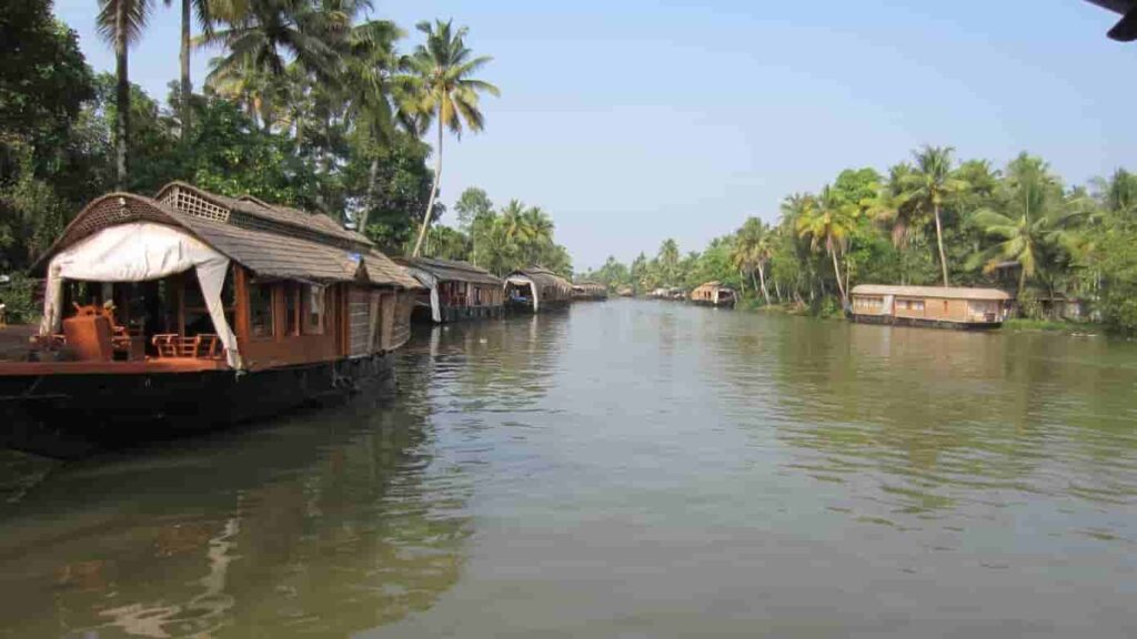 Kumarakom-is-the-most-famous-destination-for-backwaters-in-Kerala