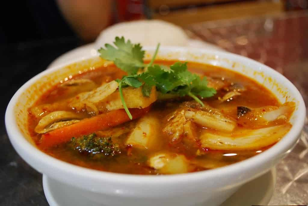 The-Yeti-Restaurant-Dehradun-is-famous-for-the-brilliant-Tom-Yum-stir-fried-Prawns-and-Green-Curry.