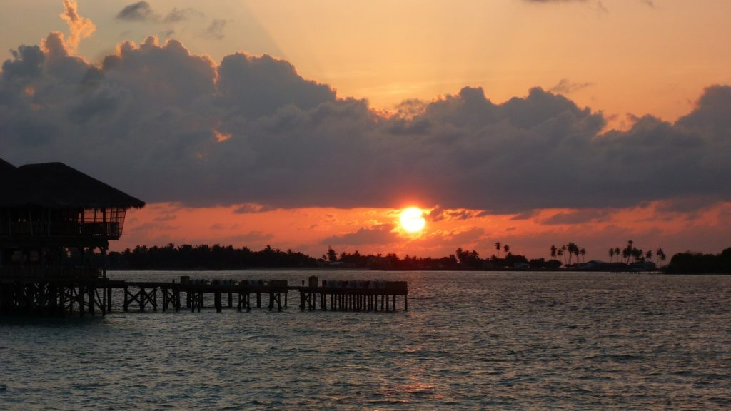best-time-to-visit-the-maldives-and-enjoy-a-summer-evening