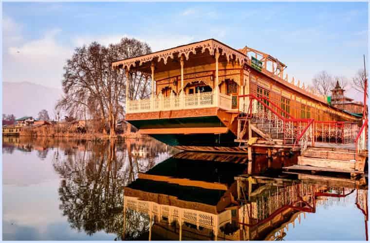 houseboat_stay_kashmir beauty