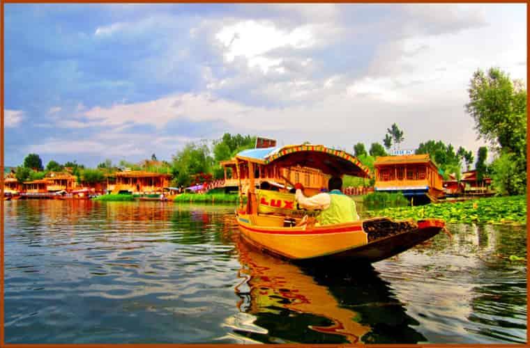 shikara_ride_kashmir beauty